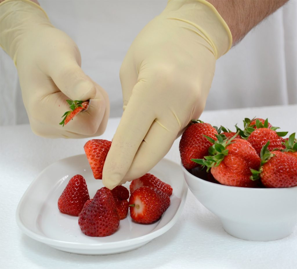 preparing strawberry for Fruitube
